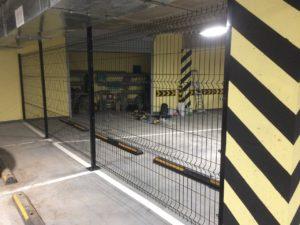 Забор из сетки гиттер в помещении