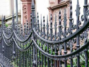 Забор с коваными элементами 3