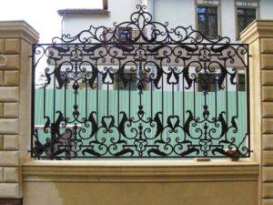 Забор с коваными элементами 2