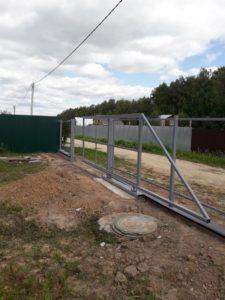 Фото откатных ворот на фундаменте